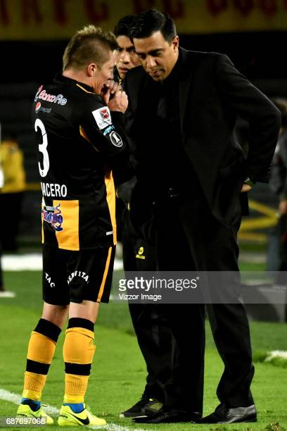 Cesar Farias coach of The Strongest gives instructions to his player Alejandro Chumacero during a match between Independiente Santa Fe and The...