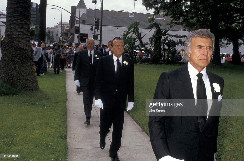 Rita Hayworth's Funeral at Church of Good Shepherd - May 15, 1987 : Fotografia de notícias
