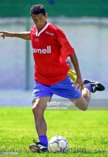 Cesar trains 17 January 2001 near Sao Paulo Cesar jugador brasileno del equipo de Sao Caetano patea la pelota durante una pratica de su equipo en Sao...