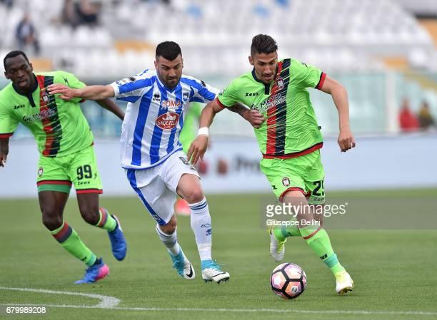 Cesare Bovo of Pescara Calcio and Marcello Trotta of FC Crotone in action during the Serie A match between Pescara Calcio and FC Crotone at Adriatico...