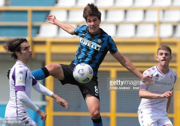 Cesare Casadei of FC Internazionale makes an assist for his team mate Nicholas Bonfanti during the Primavera 1 TIM match between FC Internazionale...