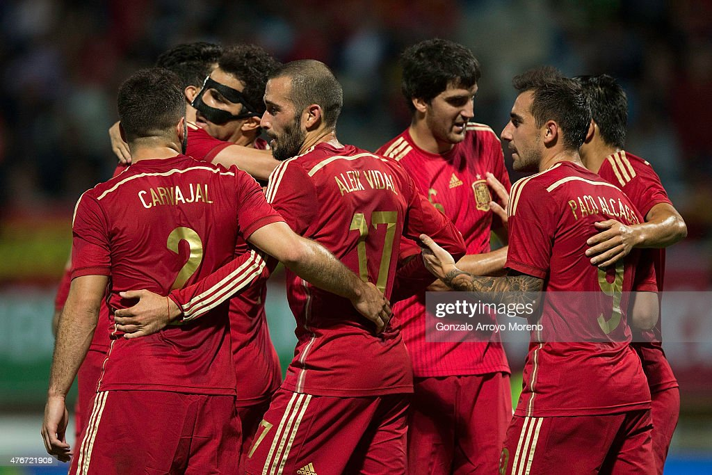 Cesc Fabregas (2ndL) celebrates scoring their second goal with teammates during the international friendly match between Spain and Costa Rica at Reino de Leon Stadium on June 11, 2015 in Leon, Spain.