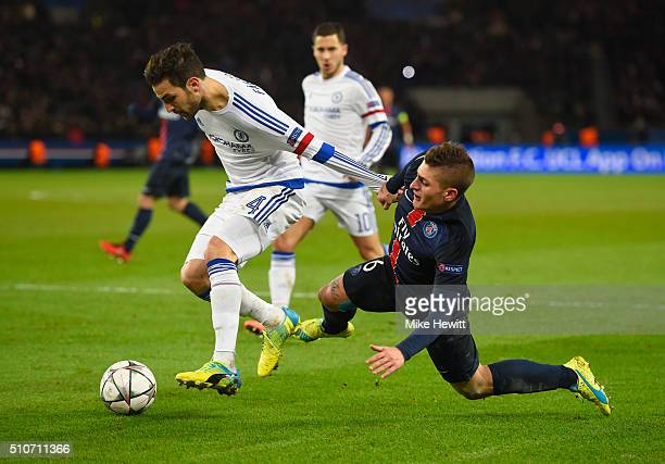 Cesc Fabregas of Chelsea battles with Marco Verratti of Paris SaintGermain during the UEFA Champions League round of 16 first leg match between Paris...