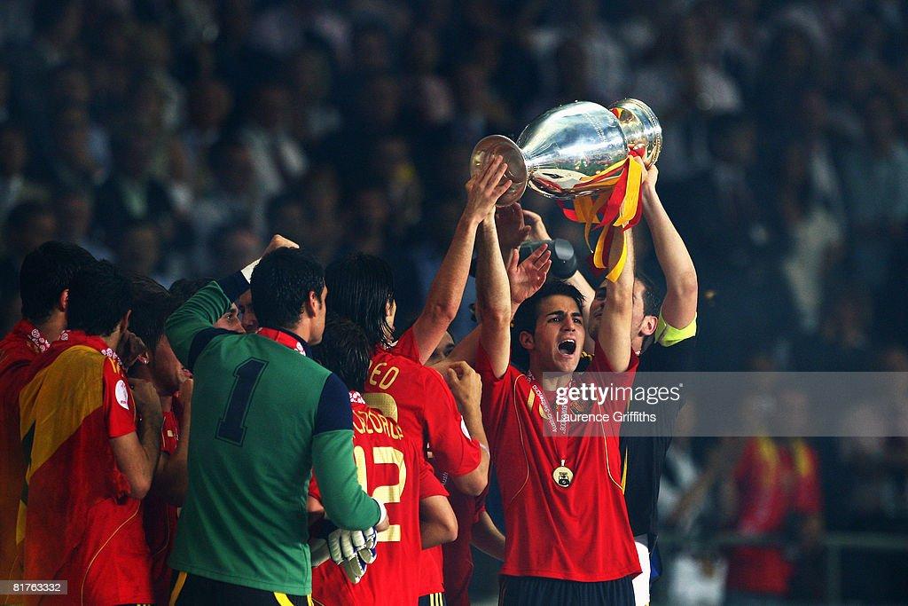 Germany v Spain - UEFA EURO 2008 Final : News Photo
