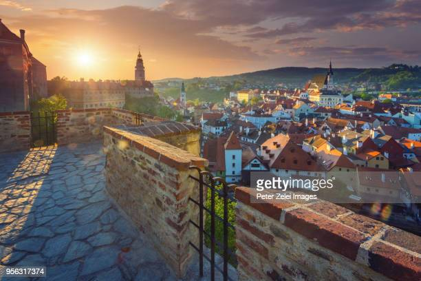cesky krumlov at sunrise, czech republic - cesky krumlov castle stock photos and pictures