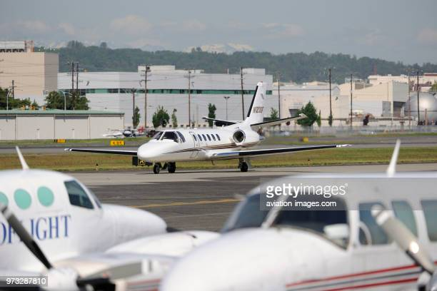 Cessna 550 Citation II / 2 taxiing with Piper PA31 Navajo and 402C parked