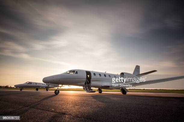 cessna duo - private aeroplane stock pictures, royalty-free photos & images