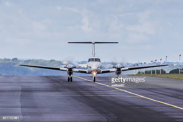 cessna taxiing - taxiing stock pictures, royalty-free photos & images
