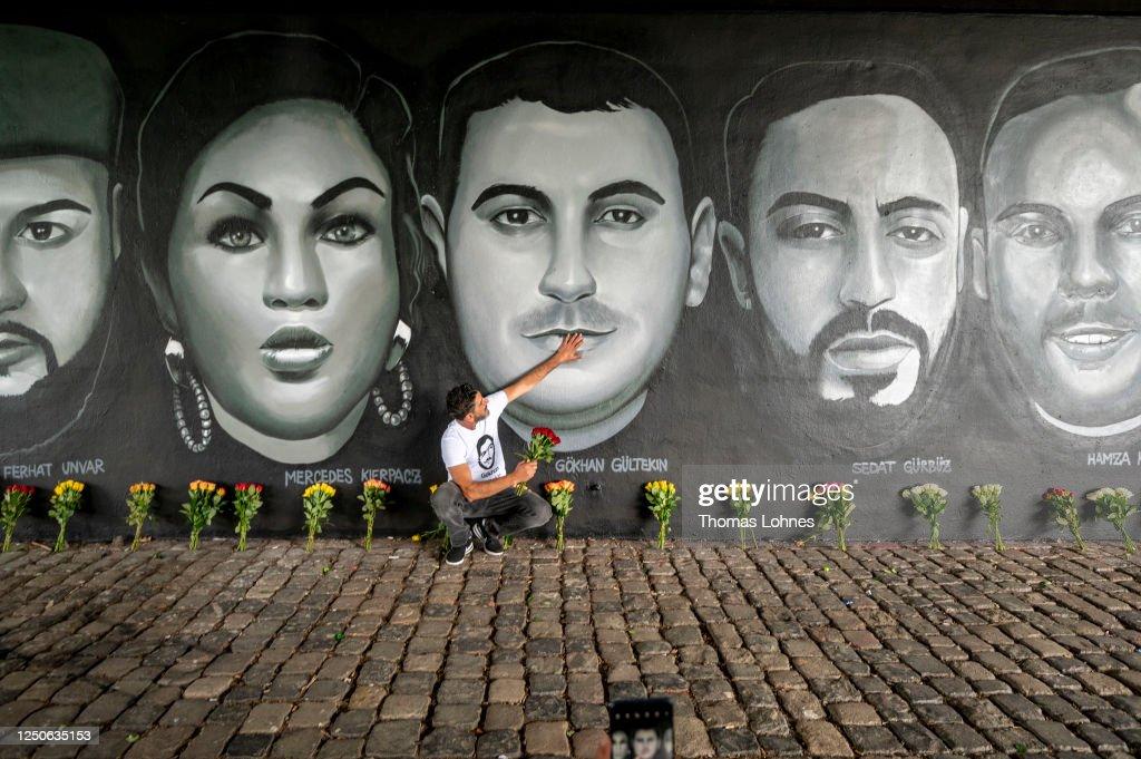 Hanau Shooting Victims Commemorated With Frankfurt Street Art Unveiling : Nachrichtenfoto