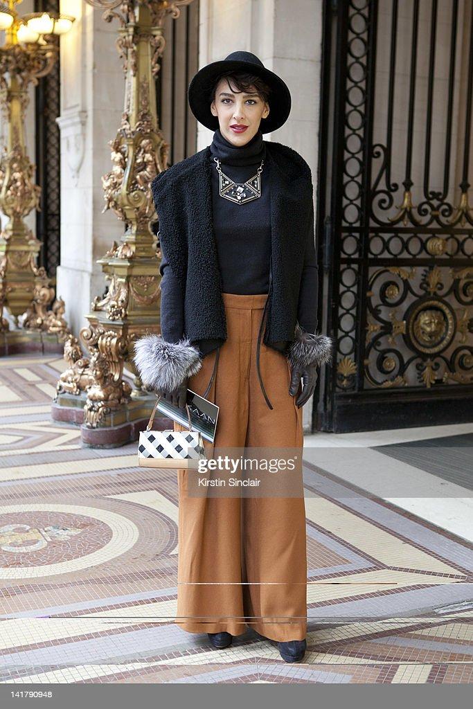 Street Style At Paris Fashion Week 2012 - March 6, 2012 : News Photo
