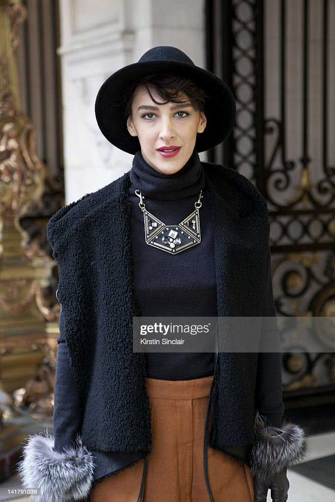 Street Style At Paris Fashion Week 2012 - March 6, 2012 : News Photo