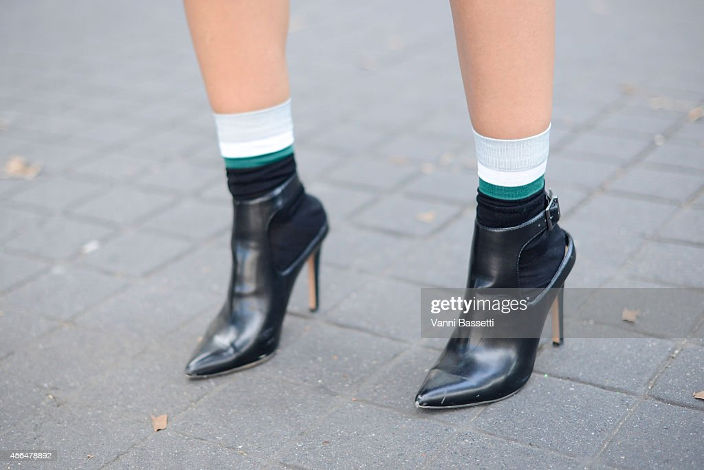 Street Style - Paris Fashion Week, Womenswear S/S 2015 : October 1st : News Photo