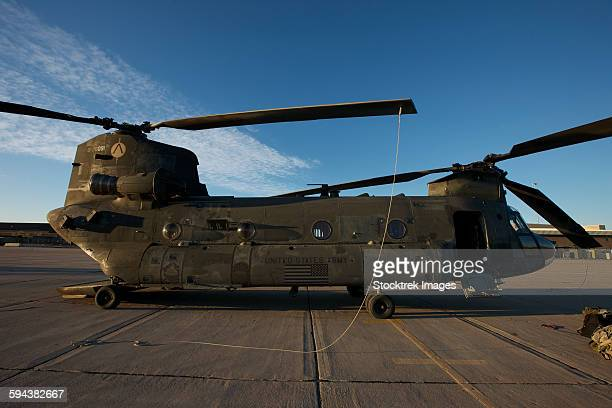 ch-47 chinook helicopter on the tarmac at davis-monthan air force base, arizona. - ch 47 chinook stock photos and pictures