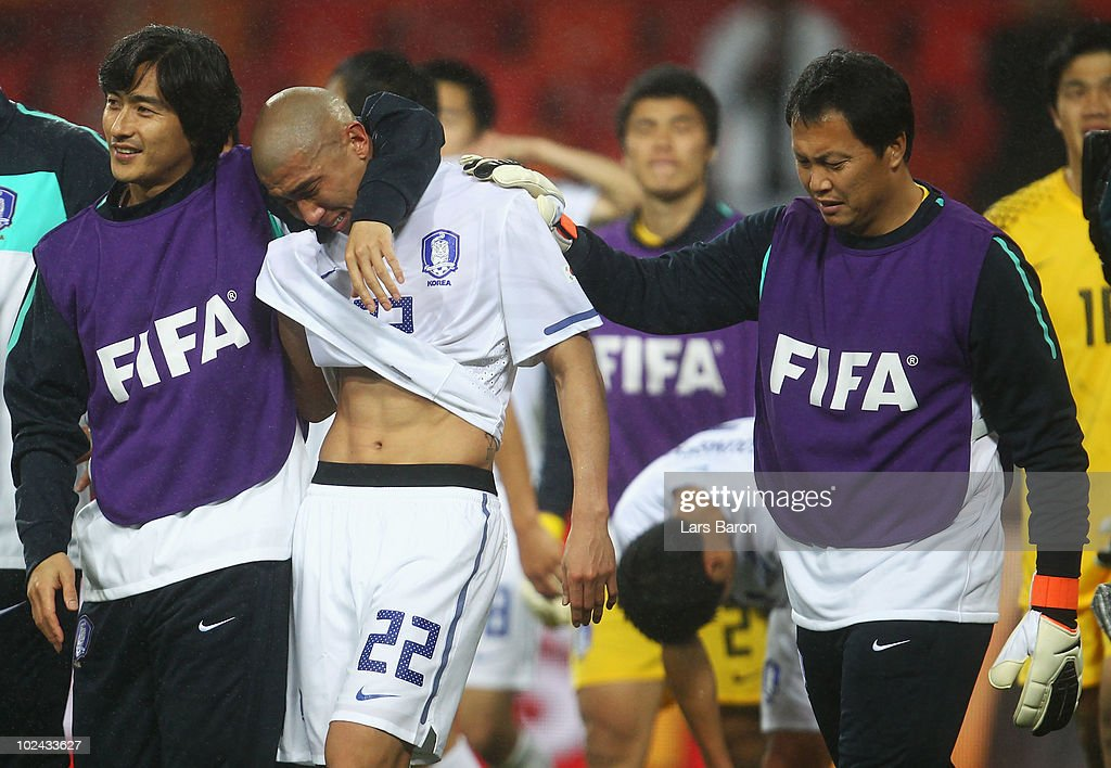 Uruguay v South Korea: 2010 FIFA World Cup - Round of Sixteen : News Photo