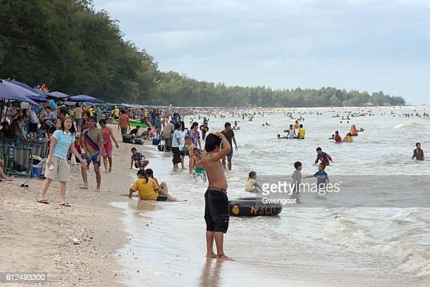 cha-am beach - gwengoat stockfoto's en -beelden