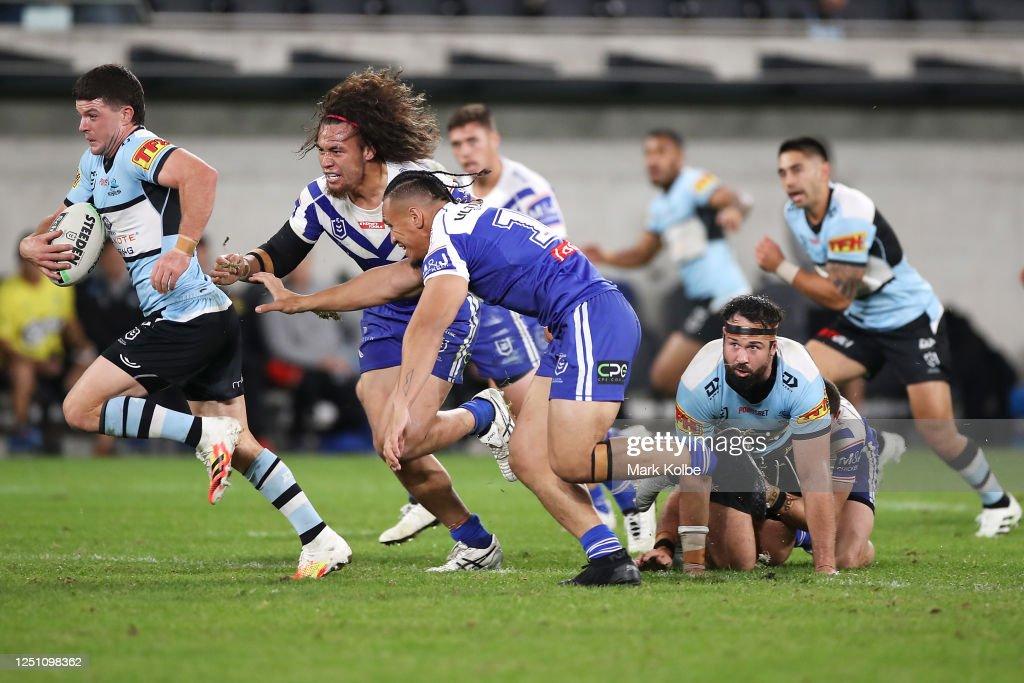 NRL Rd 6 - Sharks v Bulldogs : News Photo