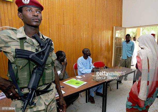 Chadian soldier stands guard at a polling station in N'Djamena 03 May 2006 before the arrival of Chad's incumbent candidate Idriss Deby Itno Idriss...