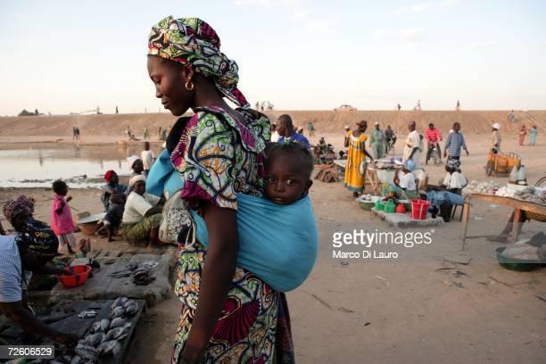 N'DJAMENA CHAD NOVEMBER 4 A Chadian woman shops at the market on November 4 2006 in N'Djamena Chad Chad declared a state of emergency in large areas...