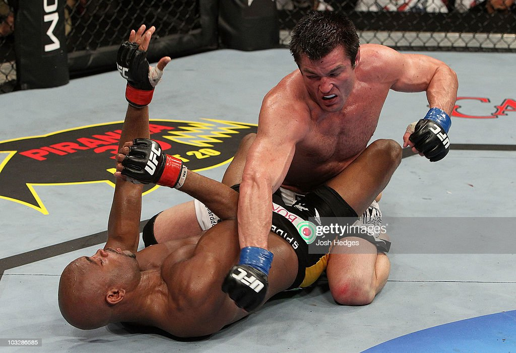 UFC 117: Anderson Silva v Chael Sonnen : News Photo