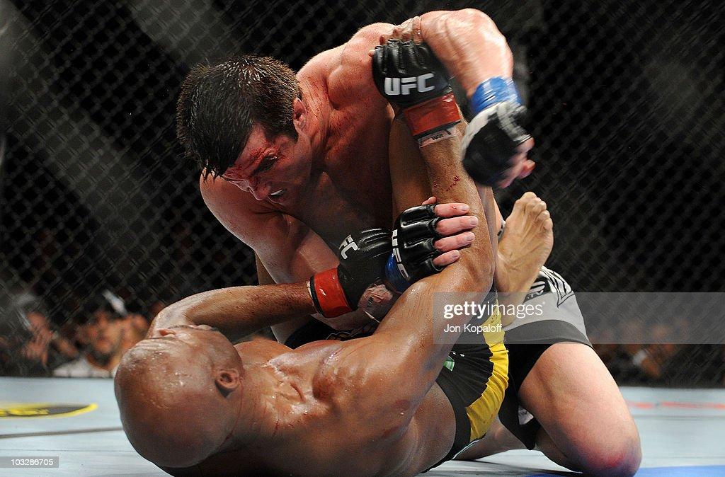 UFC 117: Anderson Silva v Chael Sonnen : News Photo