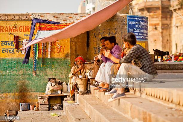 chai stall at ganga river bank - merten snijders stock pictures, royalty-free photos & images