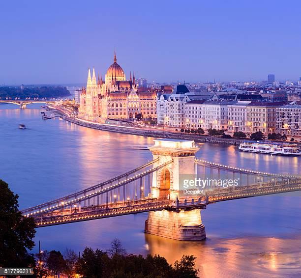 ponte das correntes e o horizonte da cidade à noite em budapeste, na hungria - ponte széchenyi lánchíd - fotografias e filmes do acervo