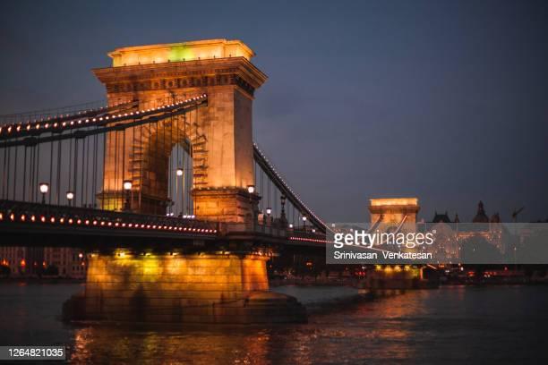 chain bridge - budapest - ponte széchenyi lánchíd - fotografias e filmes do acervo