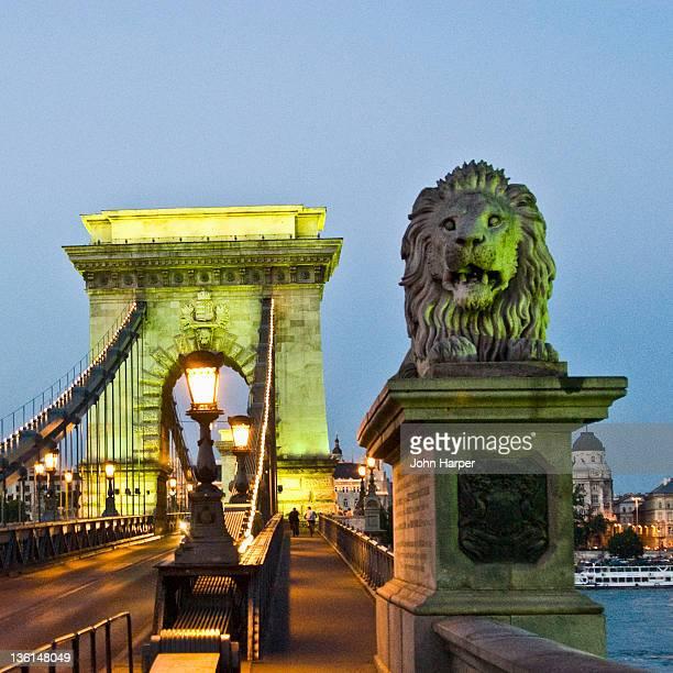 chain bridge, budapest - ponte széchenyi lánchíd - fotografias e filmes do acervo
