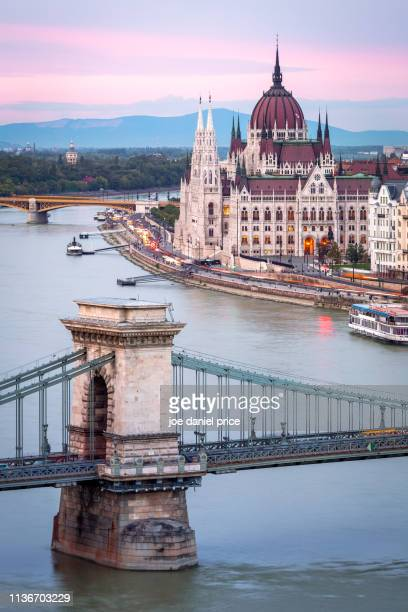 chain bridge, hungarian parliament building, sunrise, budapest, hungary - ブダペスト ストックフォトと画像