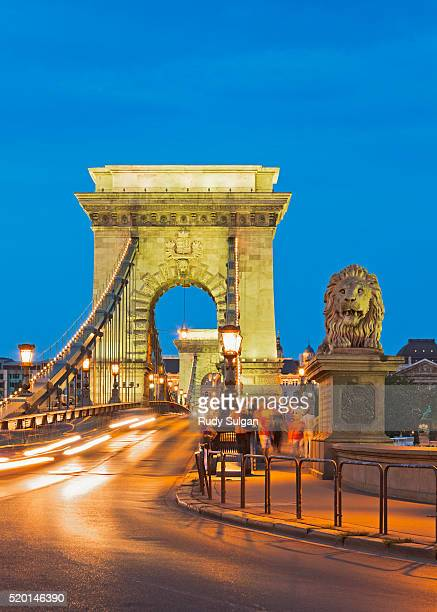 chain bridge in budapest - ponte das correntes ponte suspensa - fotografias e filmes do acervo