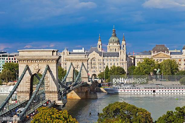 chain bridge in budapest - hungary stock pictures, royalty-free photos & images