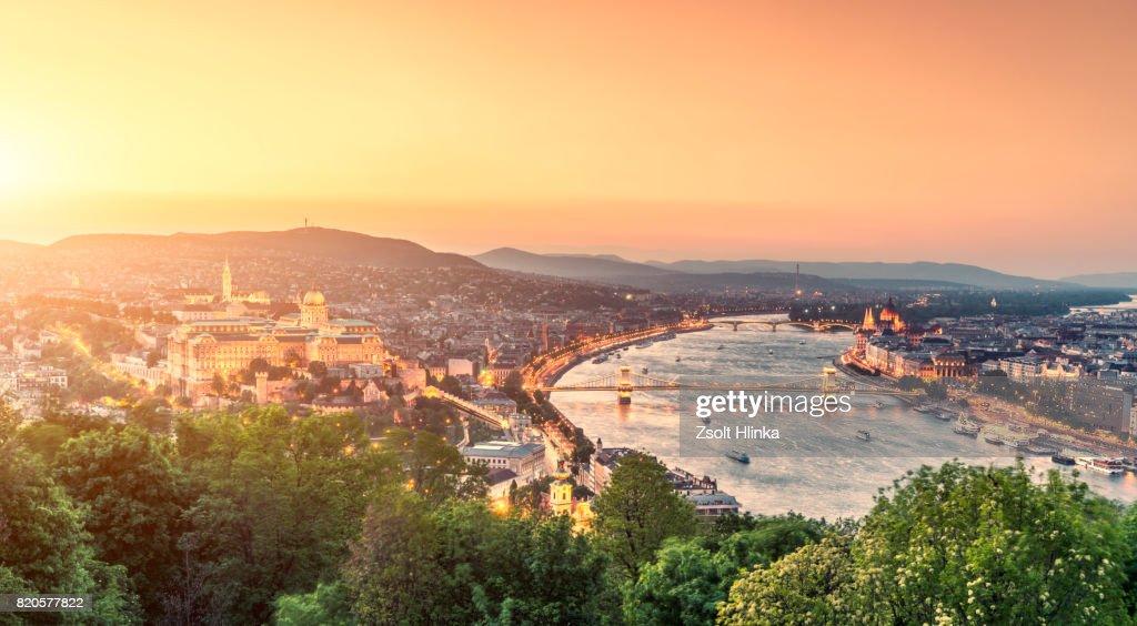 Chain Bridge in sunset - Budapest : Foto de stock