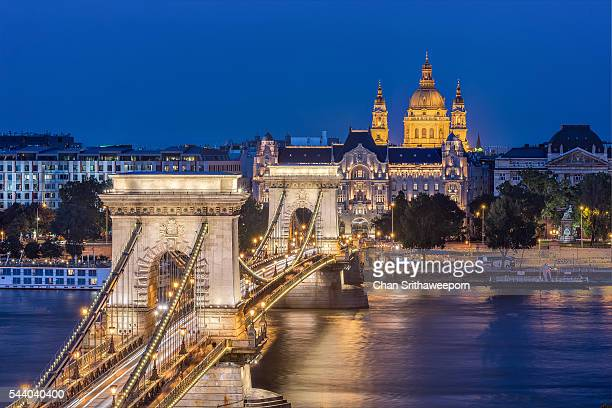 chain bridge of budapest , hungary - hungary stock pictures, royalty-free photos & images