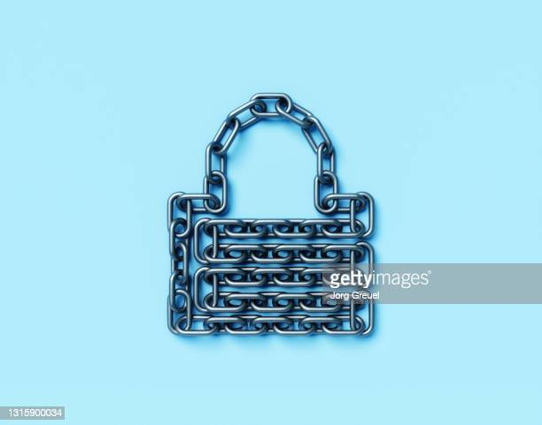 Chain forming a padlock