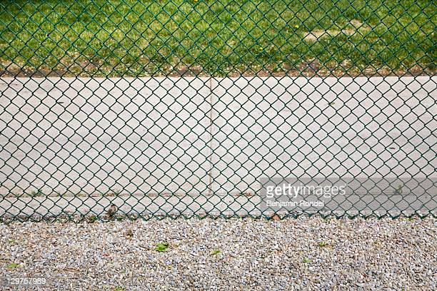 chain link fence - wire mesh fence stock pictures, royalty-free photos & images