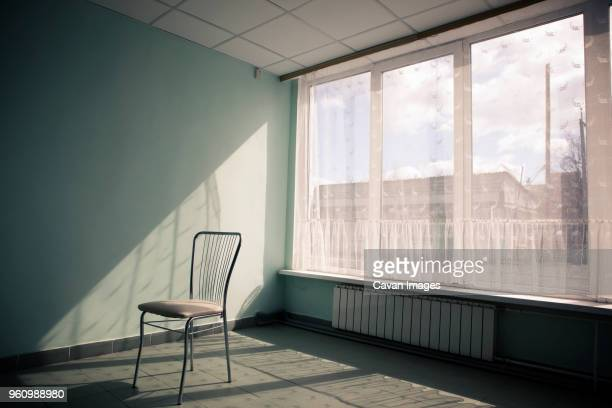 chair in empty room - 椅子 無人 ストックフォトと画像