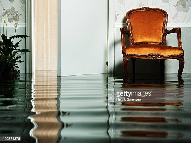 chair in flooded living room - あふれる ストックフォトと画像