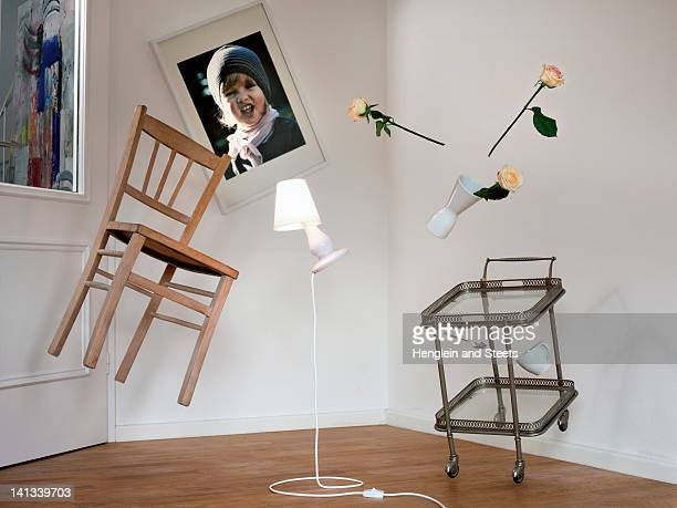 chair, lamp and table floating in room - in de lucht zwevend stockfoto's en -beelden