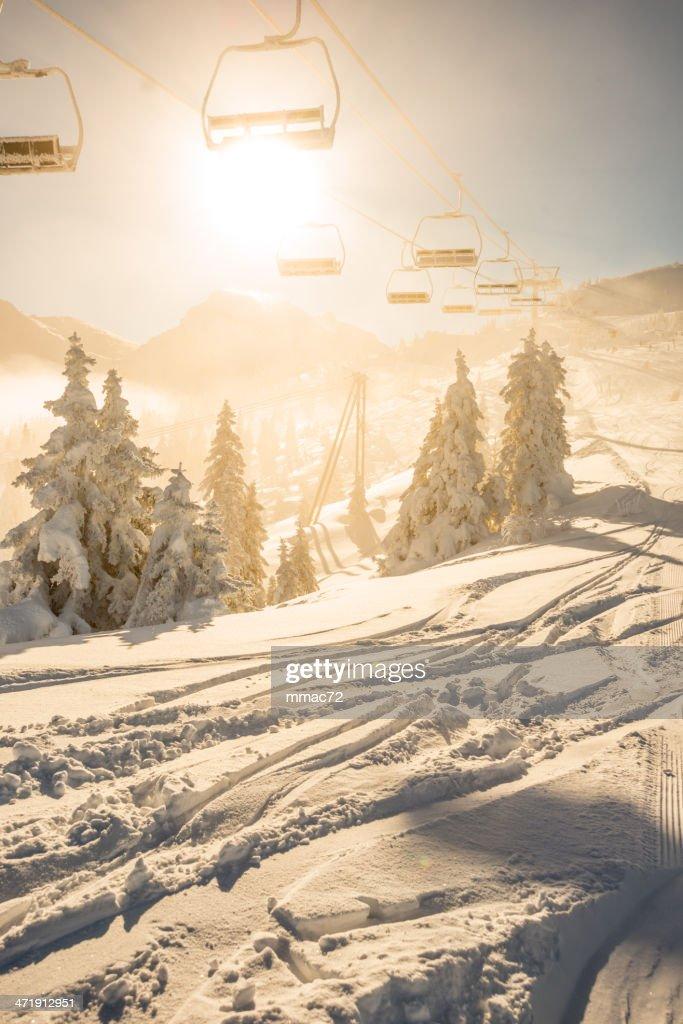 Sessellift in der Sonne : Stock-Foto