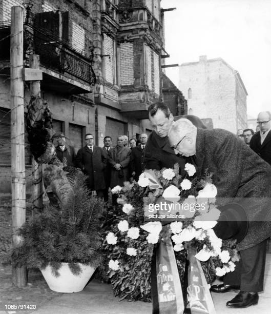 SPD chairman Erich Ollenhauer and Berlin governing mayor Willy Brandt laying down a wreath for Ida Siekmann at the memorial on Bernauer Street on...