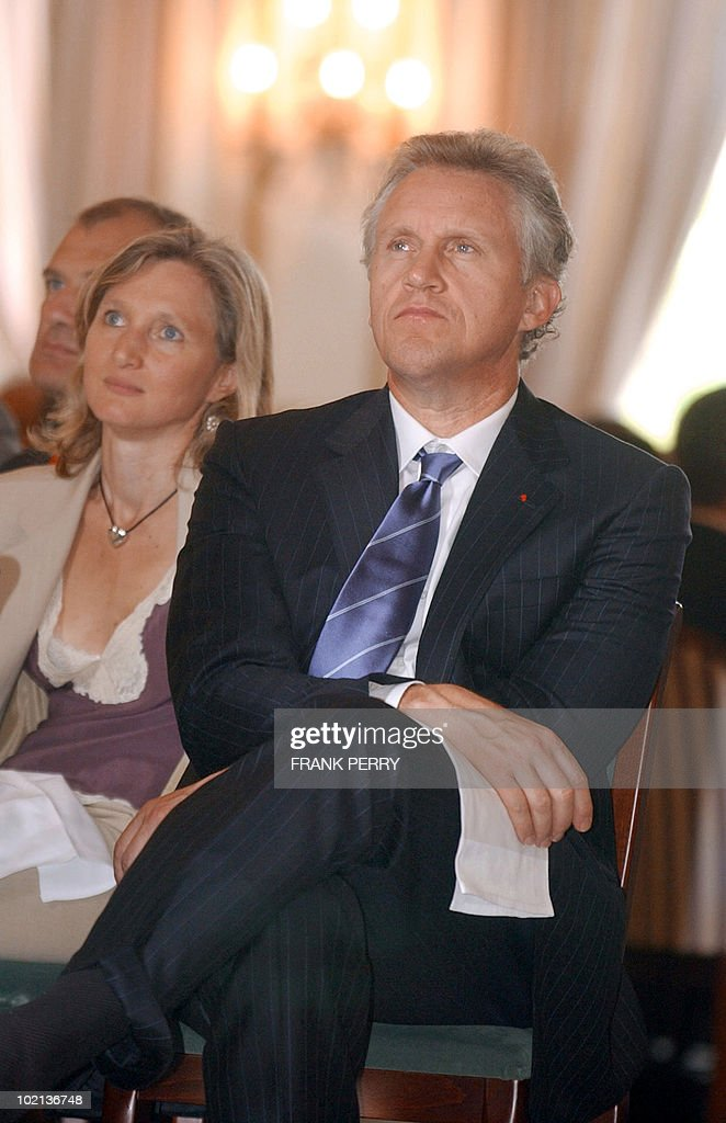 Chairman of the Board and Chief Executive Officer of General Electrics Jeffrey Immelt (R) and chairman of the Invest in France Agency Clara Gaymard listen Siemens' chairman Klaus Kleinfield during the 3rd World Investment Conference, 01 July 2005 in La Baule, France. Immelt indicated Friday at the conference that Europe is a 'strategic territory' for US companies in terms of being a big consumer market and land of 'innovation' and productivity. The World Investment Conference is a platform to bring business executives, specialists such as regional and national development agencies and representatives of EU member states, the European Commission and the European Parliament to consider the issues involved and contribute to the development of national and EU strategies for the implementation of the Lisbon agenda.