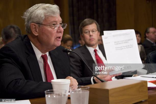 Chairman of the Commission on the Prevention of Weapons of Mass Destruction Proliferation and Terrorism, Bob Graham, left, and commission vice chair...