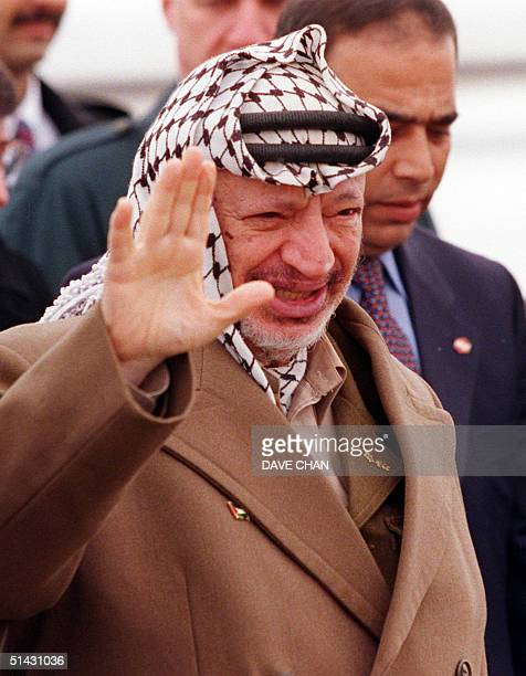 Chairman of the Palestine Liberation Organization, Yasser Arafat, waves 24 March 1999 upon arriving at Ottawa International Airport for a one-day...