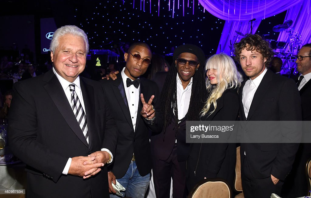 Pre-GRAMMY Gala And Salute To Industry Icons Presented By Clive Davis And The Recording Academy Honoring Martin Bandier - Backstage And Audience : Nachrichtenfoto