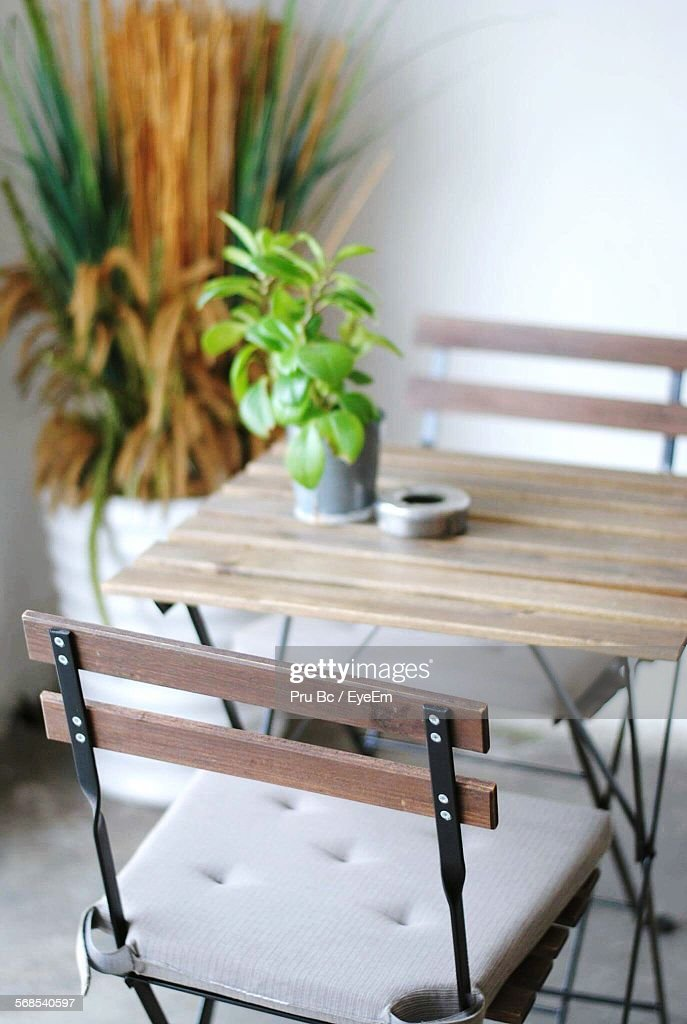Chairs And Table Arranged In Cafe : Stock Photo