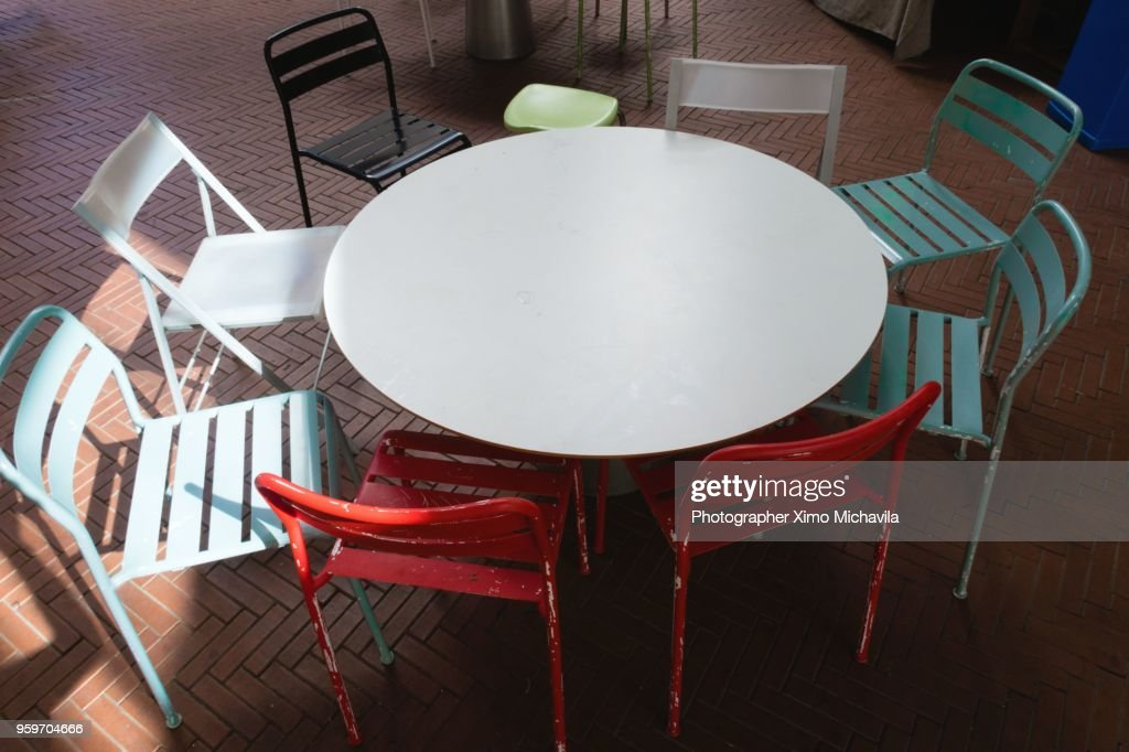 Chairs and table of metal : Stock-Foto