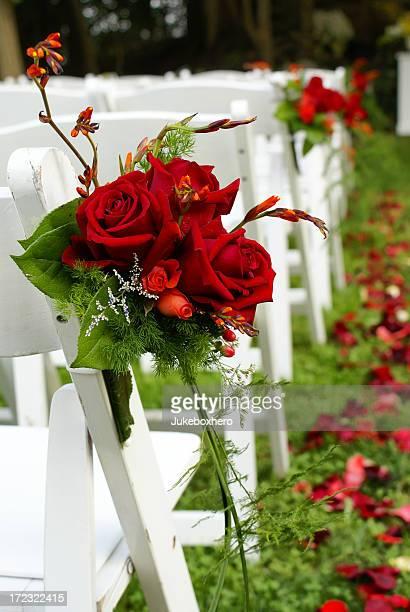cadeiras e flores de casamento - cadeira dobrável - fotografias e filmes do acervo