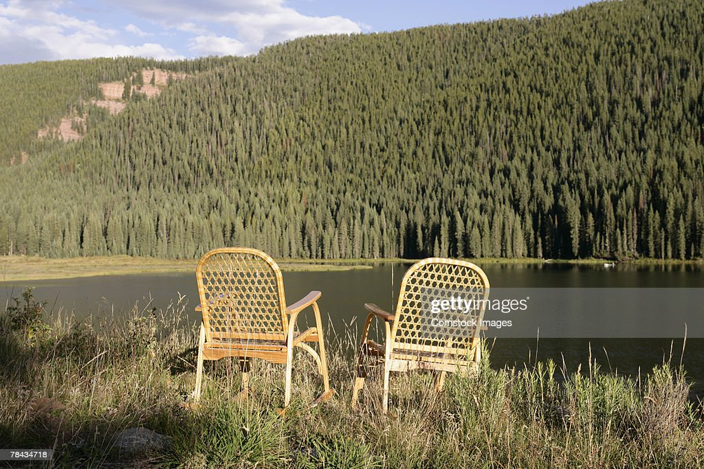 Chairs by lake : Stockfoto