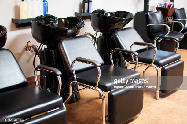 chairs by sink bowl at hair salon - 美容室 椅子 ストックフォトと画像