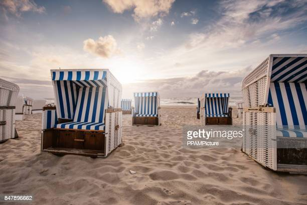 chairs on beach - german north sea region stock pictures, royalty-free photos & images